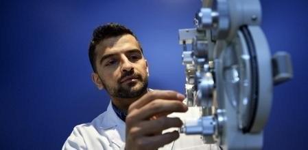 La història d'en Matin Shah Khwaja, alumne del Grau Universitari en Òptica i Optometria. Una història per explicar.